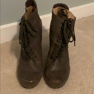 Like New! Nine West Lace Up Green Bootie